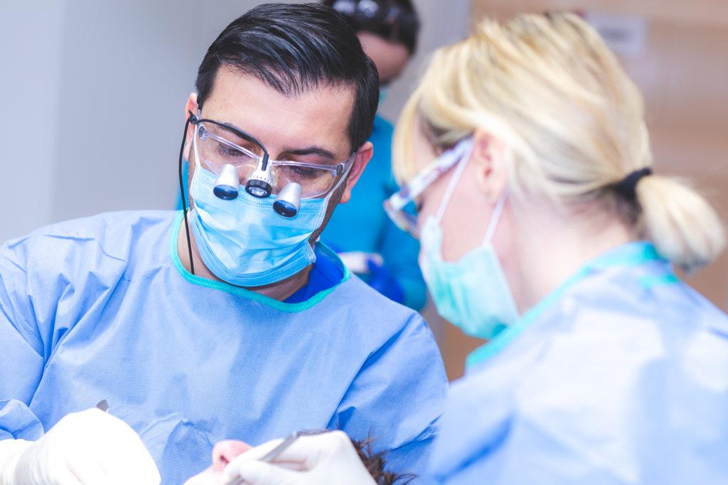 Zahnarzt-Hamburg-Implantologe-Dr-Amani